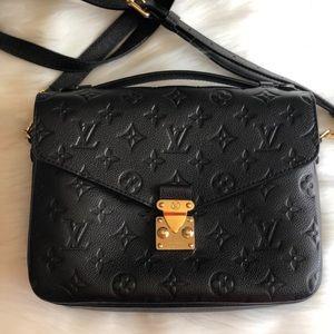 Louis Vuitton's pochette Métis empreinte